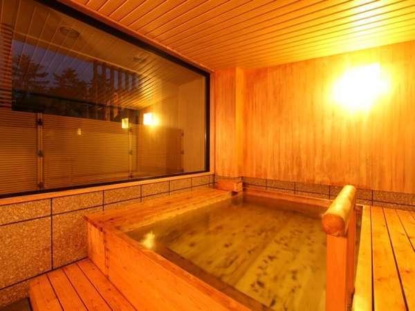 檜の香り溢れる癒しの貸切風呂「塔の湯」
