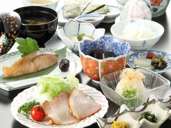 1日の始まりは朝食から!季節の和朝食(一例)