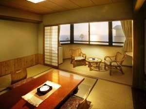 浜名湖を望む基本10畳和室。2名・4名でのご利用に最適です。