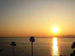 お部屋から見える浜名湖に沈む夕日