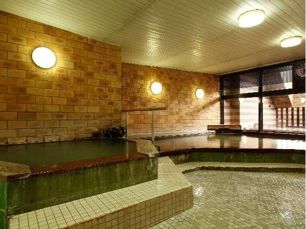 3つの温度の違う浴槽のある大浴場「恵」