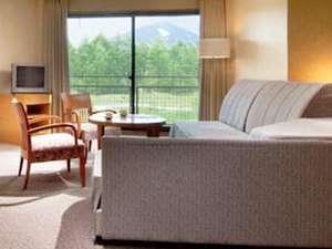 お部屋一例(ファミリールーム)談話空間でのんびりリゾートを楽しもう。
