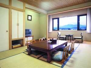 【和室】約35平米 木と畳の匂いが和の雰囲気を醸しています。