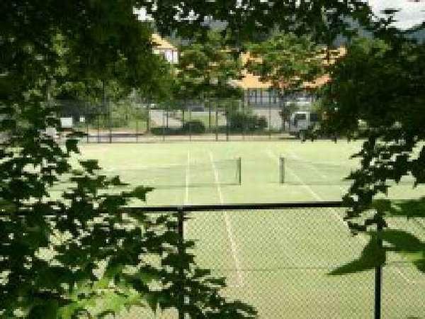 ホテル前のテニスコート(オムニーコート)