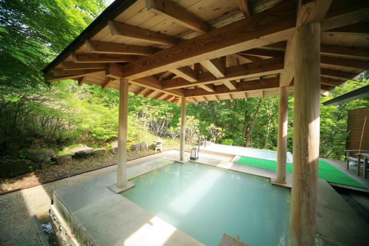 【大浴場】乳白湯の露天風呂