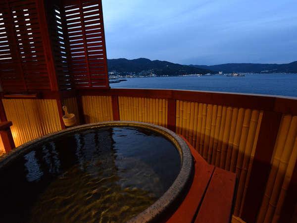 客室露天風呂では、夕焼け、星空、朝焼けと海音を聴きながら自然を満喫頂けます。