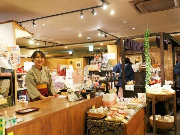 【売店】寄木細工や作務衣、お饅頭や小田原名産のかまぼこなど豊富な品揃えが自慢です☆