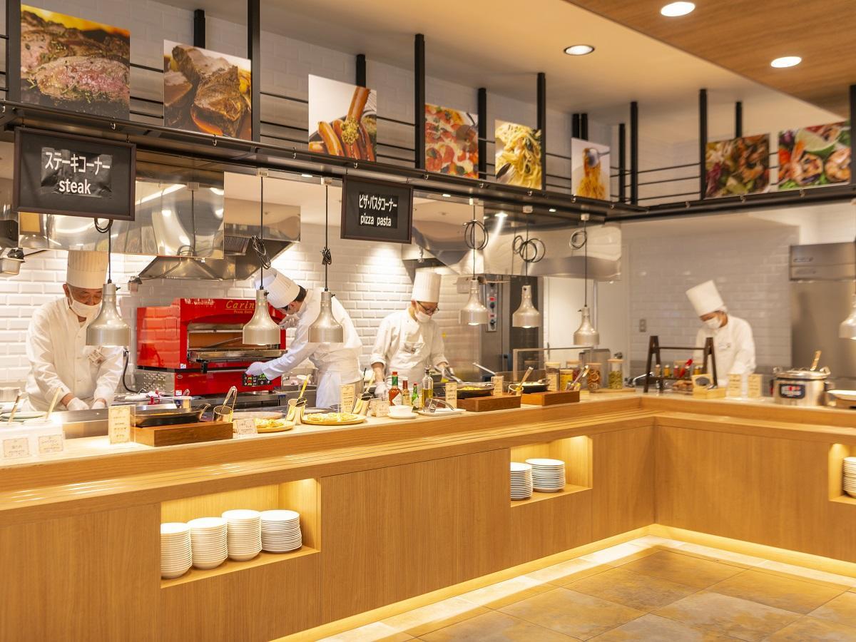 ライブキッチンを増設!和食・洋食・中華の他、郷土料理やアジアの料理も充実!