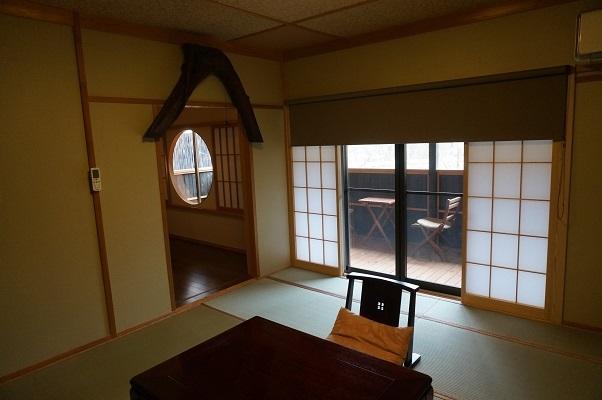 『花の参番客室』(和室8畳+8畳ベットルーム+洋間広縁)2階客室