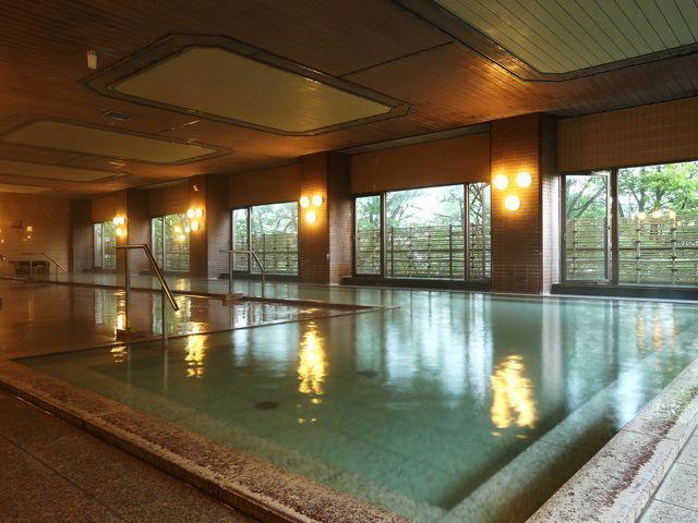 女子大浴場「吾妻」露天風呂を設けた採光あざやかな大浴場です。