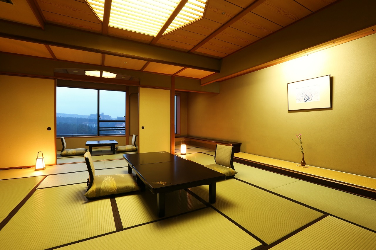 【新客殿・一般客室】 豊かな風情が香る和室。客室はすべて数寄屋造りとなっており、3タイプのお部屋をご用意しております。