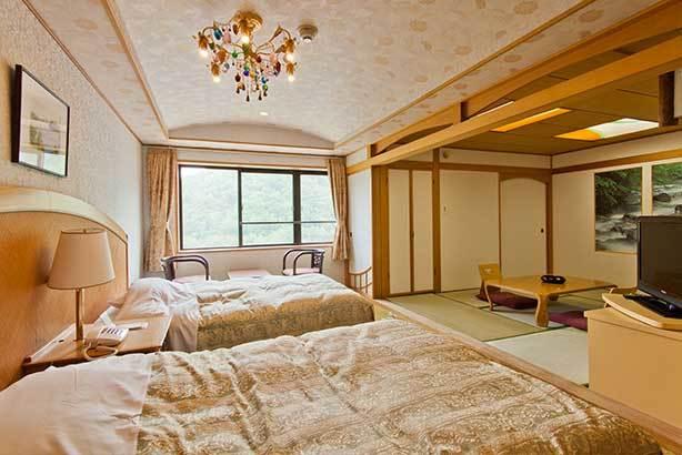 【和洋室】和室にベッドのある洋間がついたお部屋です。
