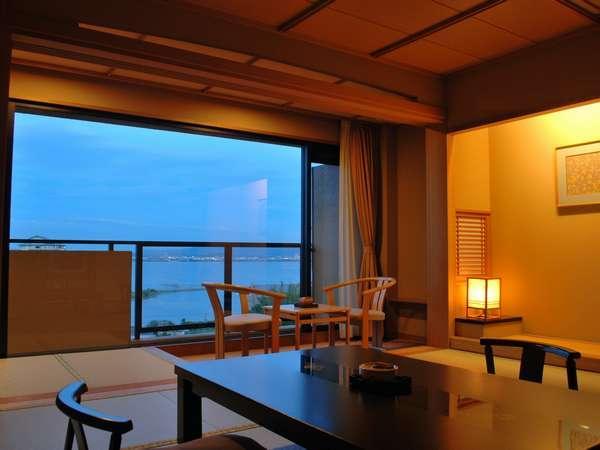 【和室10畳】びわ湖の夜景を眺めて・・・