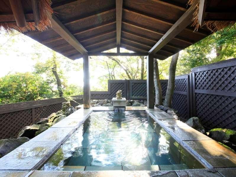 原生林の中の貸切風呂