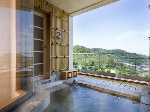 客室付露天風呂※目の前には瀬戸大橋と瀬戸内海の絶景!