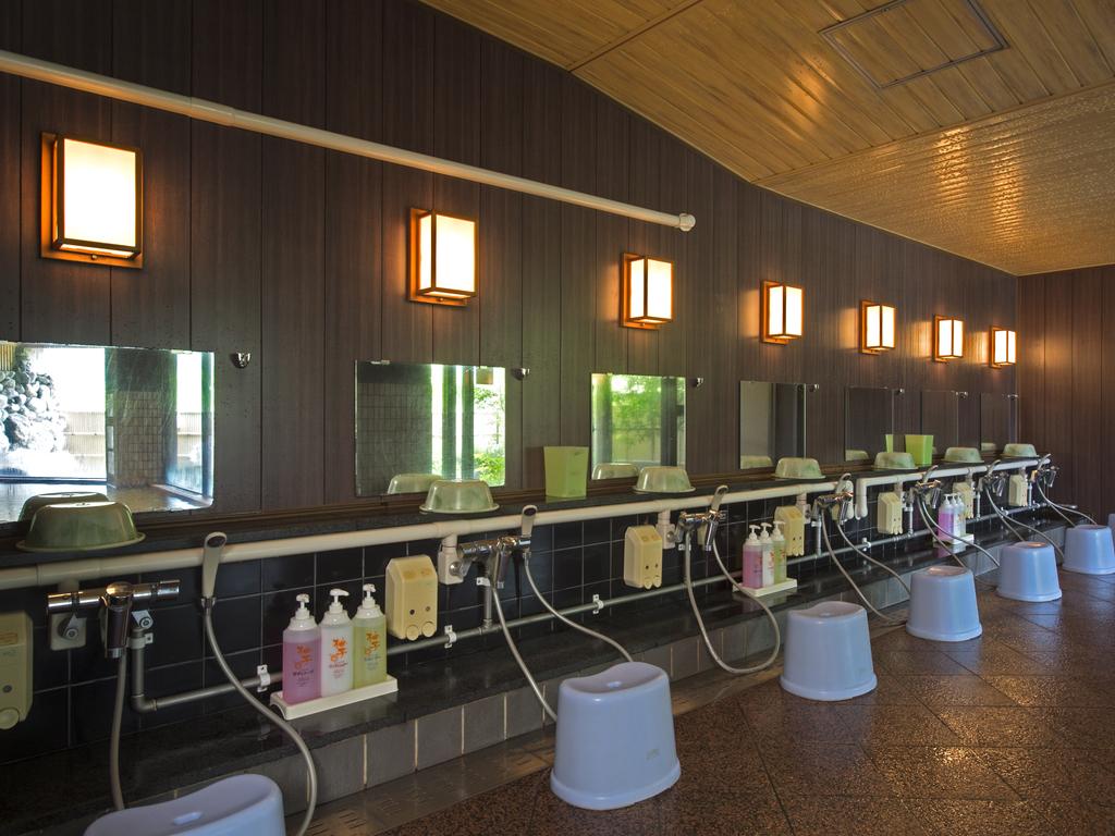 お風呂内の広さは当館の自慢の一つになります