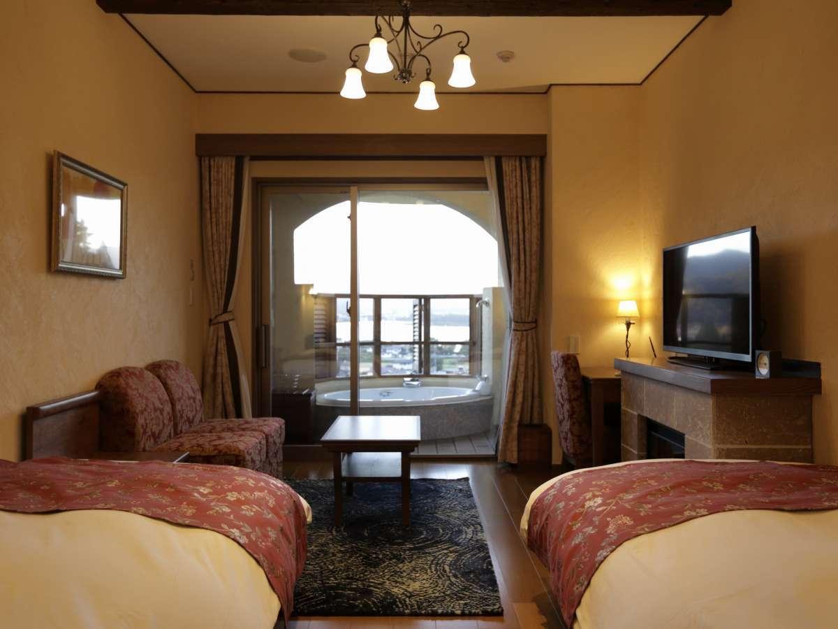 ≪ローズツイン≫間に通路を挟み左右にベッドが配置された2ベッド客室