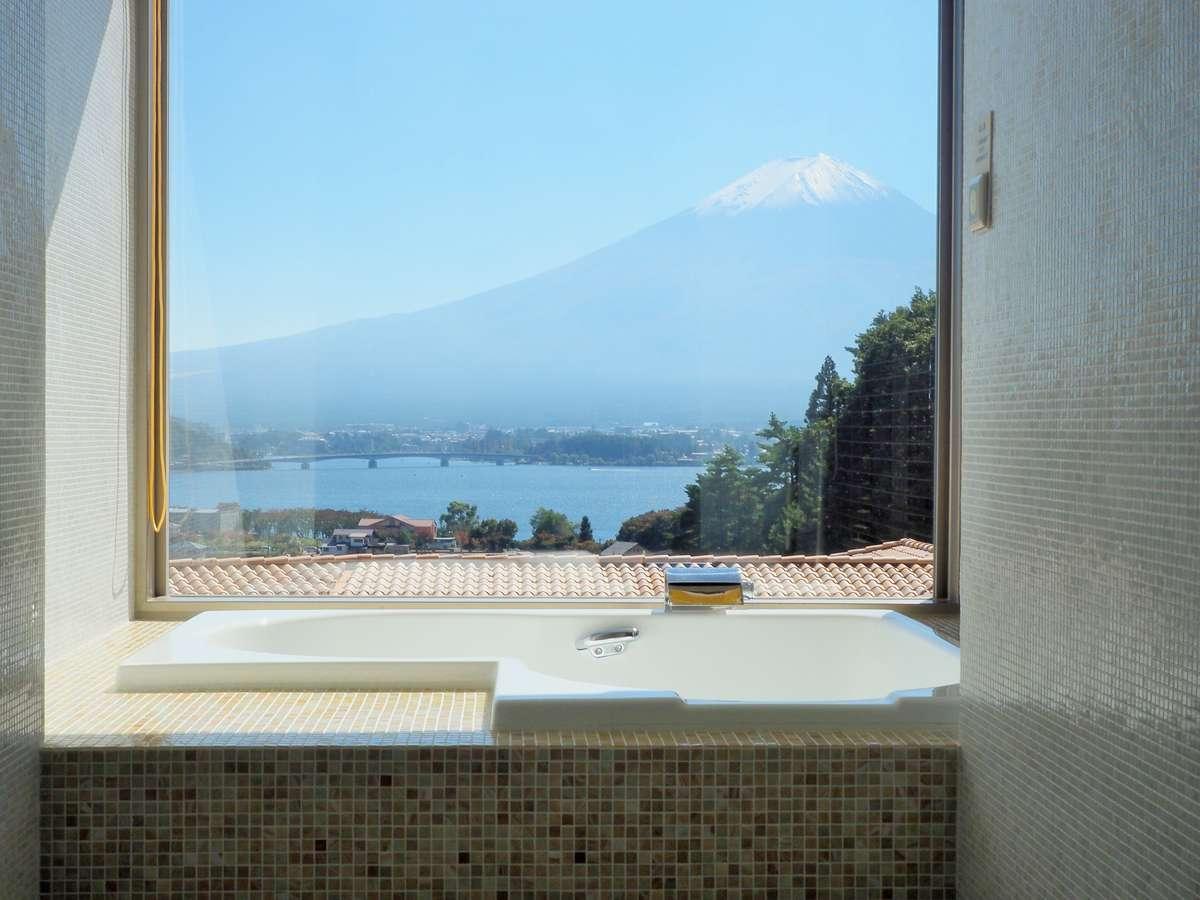 「富士山ビューバス」から時を忘れて「世界に誇る借景」をゆったりと愛でる。
