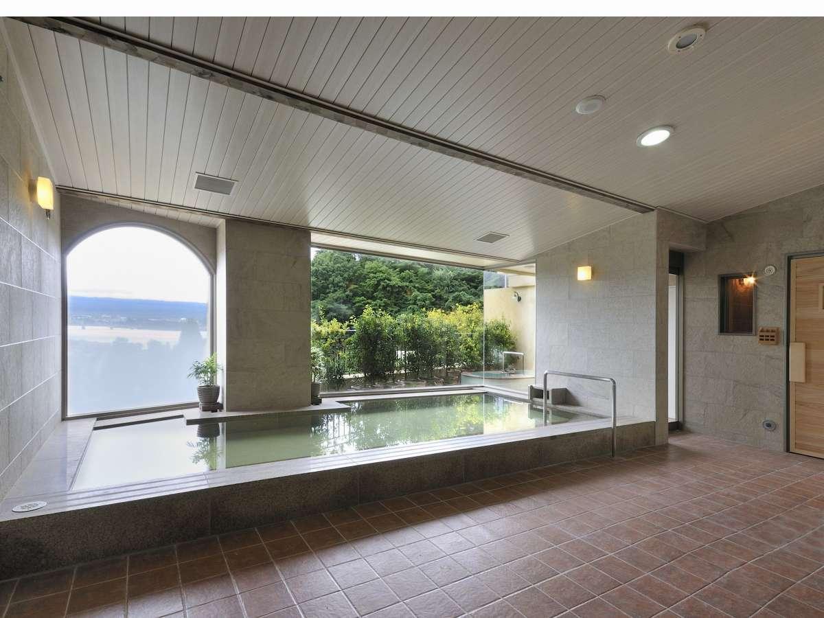 【男性大浴場】富士山に一番近い場所に造られた天然温泉大浴場