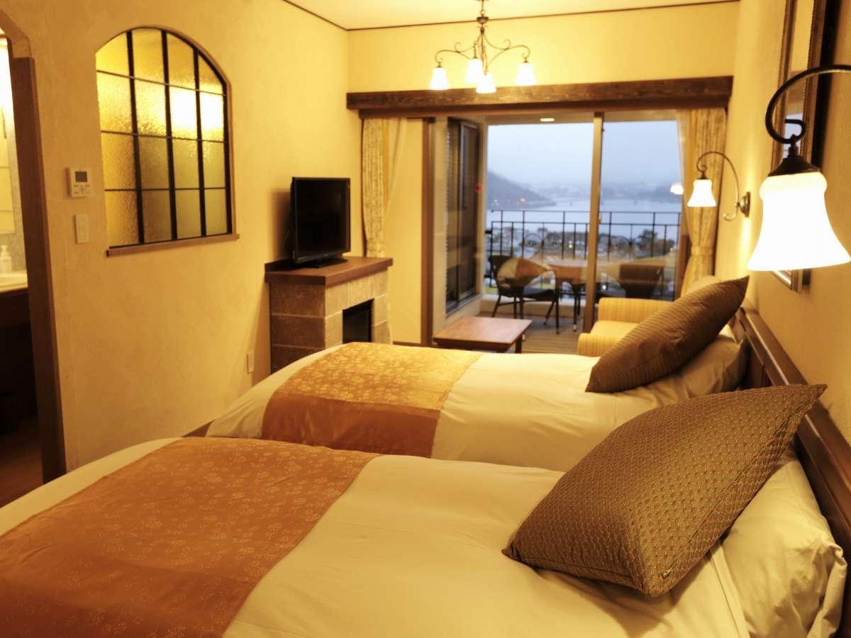 【ラビスタツイン】リビングルームに2ベッドを備えたスタンダード客室