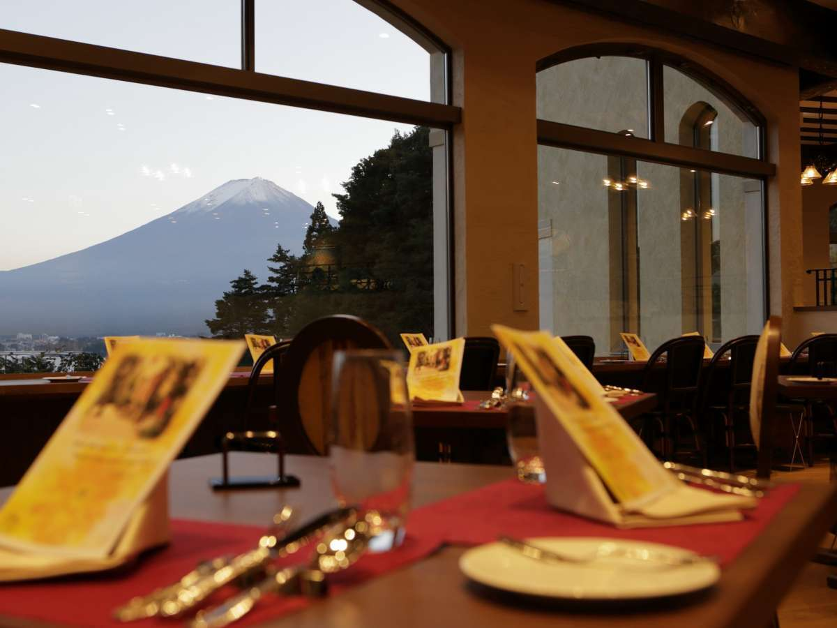 朝夕のお食事はレストラン『Petit Poche(プチ ポッシュ)』で。