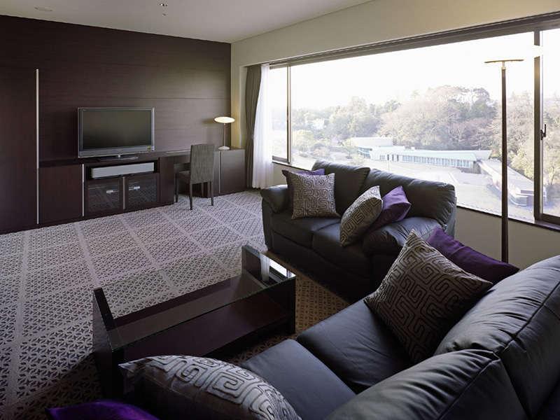【プレミアルーム<ノースウイング>】は広さ52.3平米、都会的な雰囲気のゆったりとしたお部屋です。