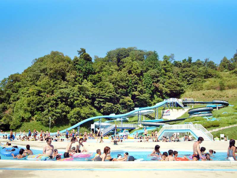 <ウォーターパーク>流水プールは泳ぎが苦手な方も楽しめる、自然の川を再現したプールです。