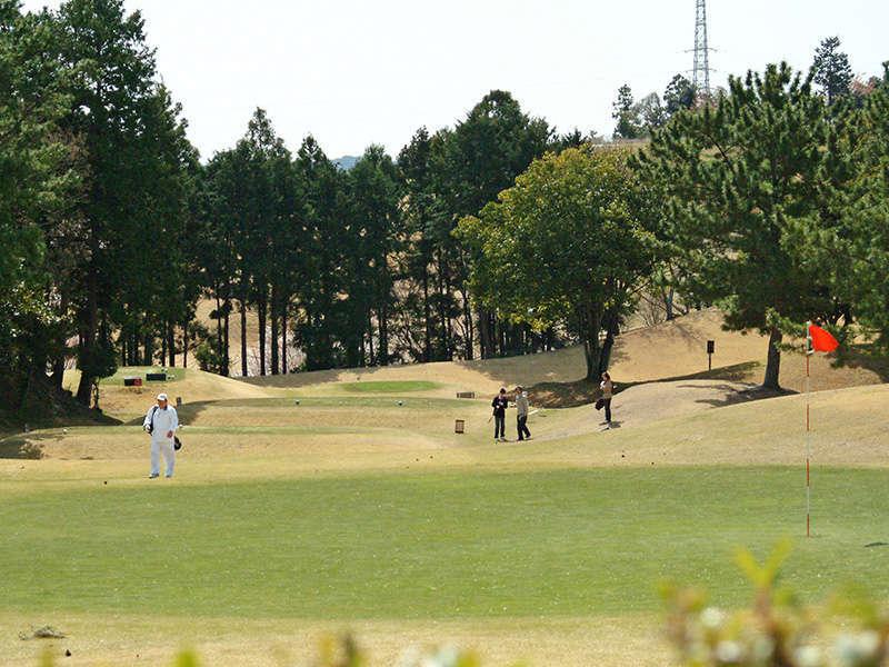 <ゴルフショートコース>全ホール天然芝のゴルフショートコース。56~146ヤードまでのオールパー3です。