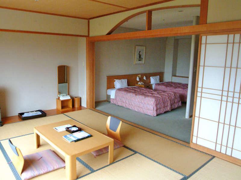 【和洋室<ノースウイング>】は最上階に位置する、広さ52.3平米のゆったりとしたお部屋です。
