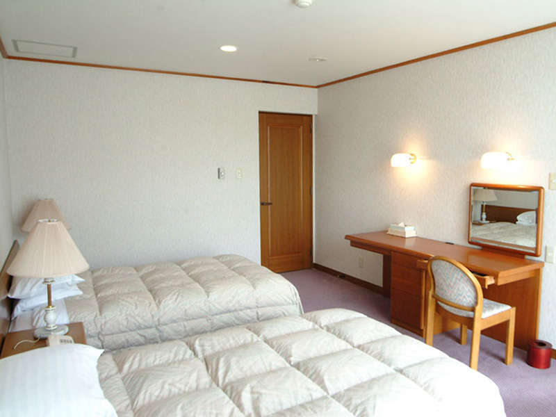 【スイートルーム<サウスウイング>】は広さ56平米のお部屋です。