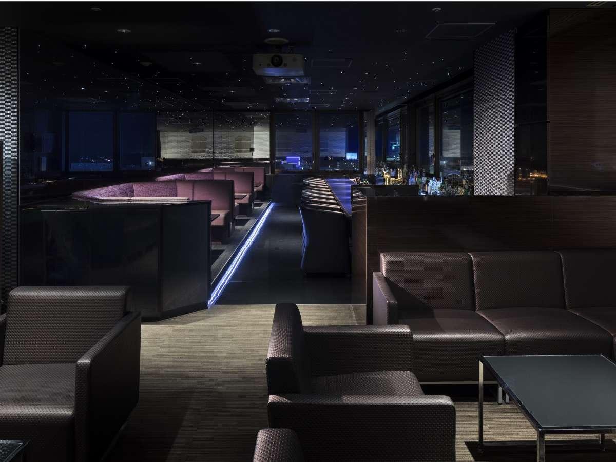 【エステラード】全50席のバーは貸切パーティなどにもご利用いただけます。
