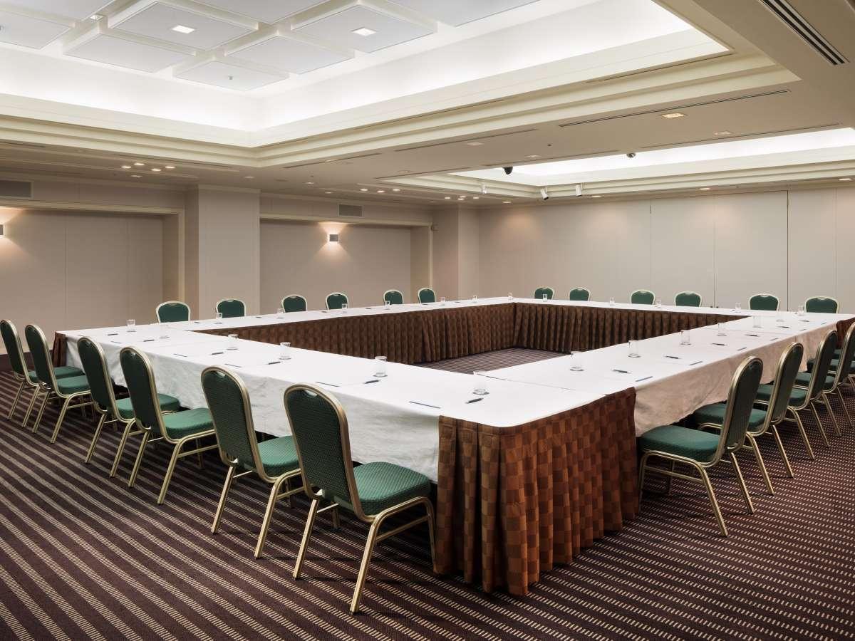 【琥珀】各種会議からクラス会など多目的にご利用いただけます
