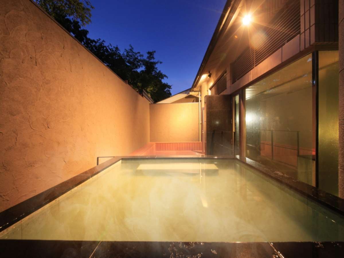夜の大浴場露天風呂