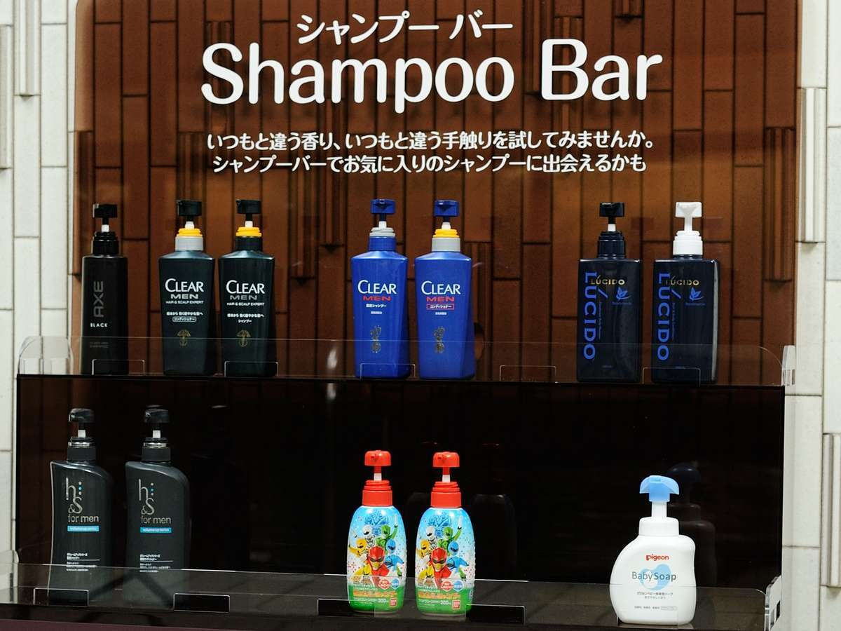 男性の方も大浴場では自分の髪質にあったシャンプーをお選び頂けます。