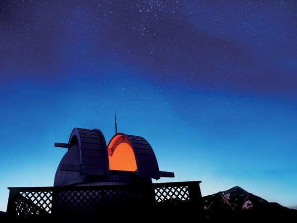 満天の星空とホテル屋上天体ドーム