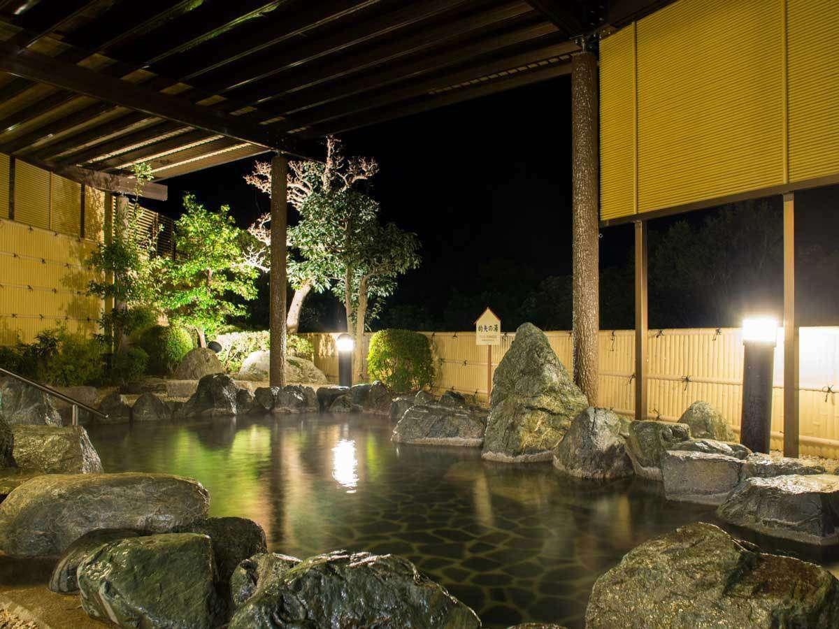 露天岩風呂「新美里温泉 長寿の湯」