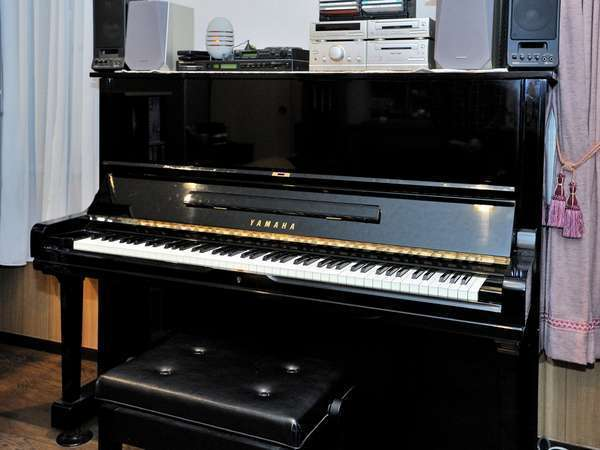 自動演奏ピアノはロビーにあります