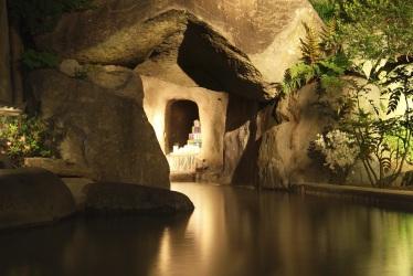 写真:洞窟風呂