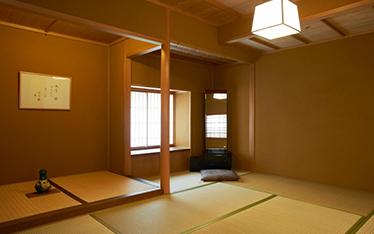 写真:スイート和室主室13畳+7畳(78平方m)