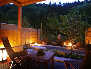写真:庭園露天風呂付和洋室(Aタイプ) デッキテラス