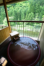 写真:庭園露天風呂付和洋室 陶器露天風呂