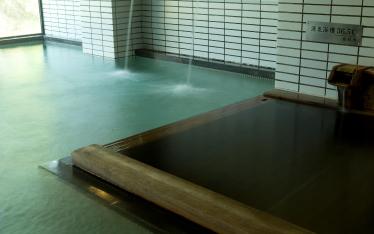 写真:36.5℃の源泉掛け流し風呂