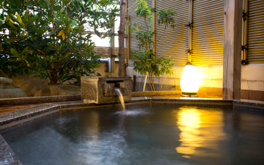 写真:新館・貸切露天風呂「雷鳥」
