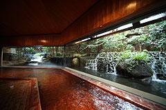写真:大浴場 滝の湯