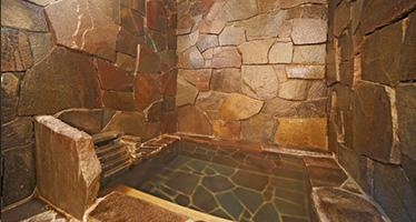 写真: 専用洞窟風呂付特別室