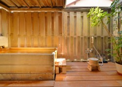 写真:大きめ檜風呂