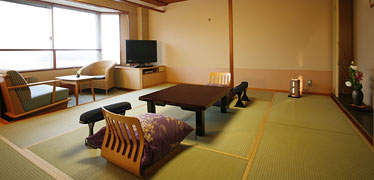 写真:通常客室(10畳和室+広縁)