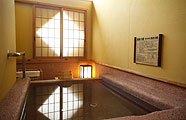 写真:1F 温泉付き客室