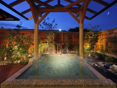 写真:プライベートルーム付天然温泉貸切露天風呂 月の湯