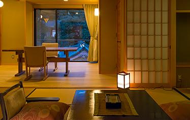 写真:新ひのき展望露天風呂付客室(ダイニングタイプ)